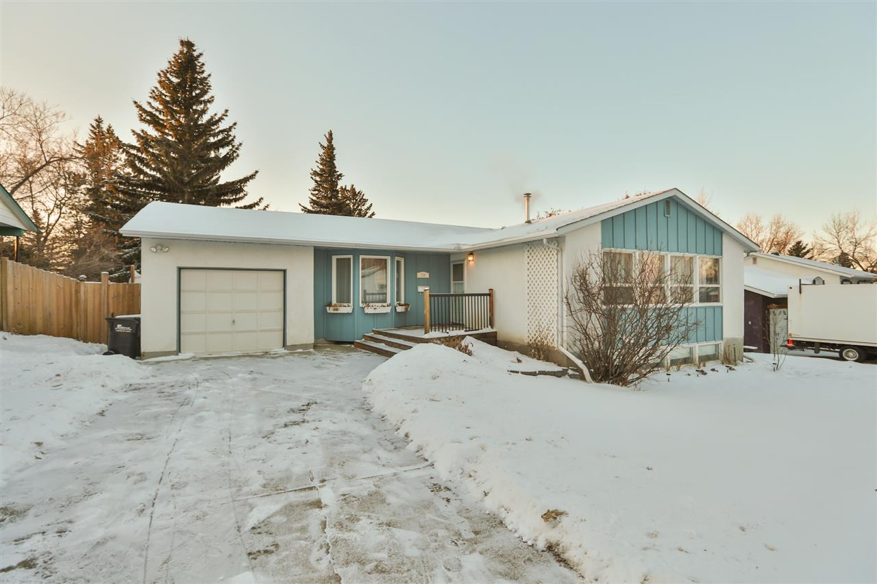 Main Photo: 130 WILLOW Street: Sherwood Park House for sale : MLS® # E4088537