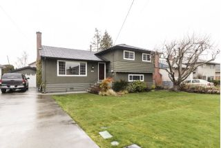 Main Photo: 3811 ROYALMORE Avenue in Richmond: Seafair House for sale : MLS® # R2244352