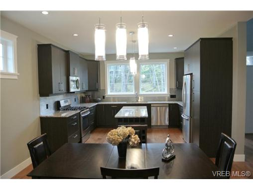 Main Photo: 3654 Coleman Place in VICTORIA: Co Latoria Single Family Detached for sale (Colwood)  : MLS®# 330231