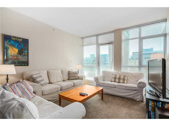 "Photo 2: 409 100 E ESPLANADE Street in North Vancouver: Lower Lonsdale Condo for sale in ""The Landing"" : MLS(r) # V1063412"