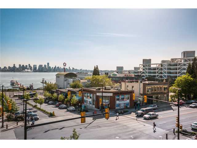 "Photo 8: 409 100 E ESPLANADE Street in North Vancouver: Lower Lonsdale Condo for sale in ""The Landing"" : MLS(r) # V1063412"