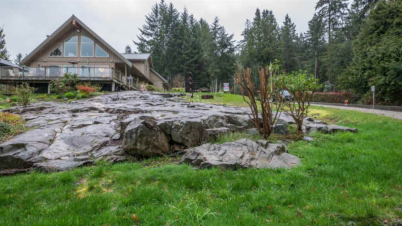 Main Photo: 5667 ANNEX Road in Sechelt: Halfmn Bay Secret Cv Redroofs House for sale (Sunshine Coast)  : MLS® # R2045259