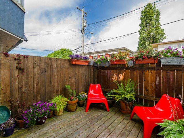 Photo 2: 104 2333 ETON Street in Vancouver: Hastings Condo for sale (Vancouver East)  : MLS(r) # R2083404