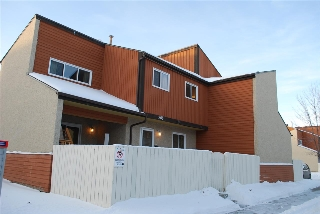Main Photo: 208 KASKITAYO Court NW in Edmonton: Zone 16 Townhouse for sale : MLS(r) # E4047529