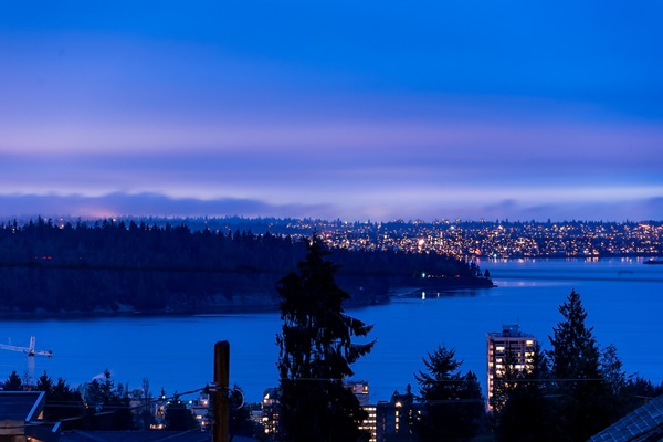 Main Photo: 1485 OTTAWA Avenue in West Vancouver: Ambleside House for sale : MLS(r) # R2146603