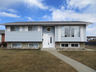 Main Photo: 7520 152A Avenue in Edmonton: Zone 02 House for sale : MLS(r) # E4058353