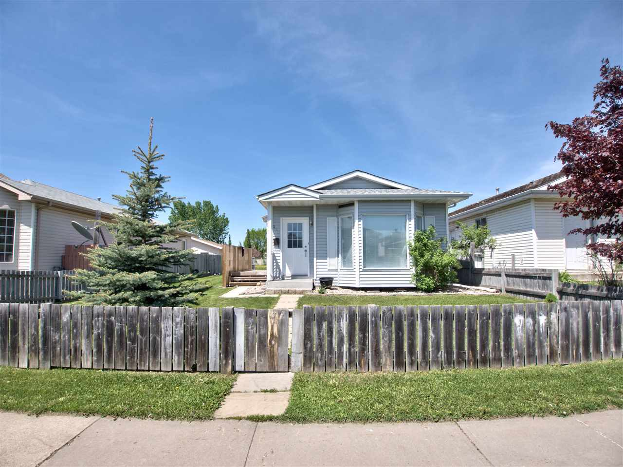 Main Photo: 260 KIRKWOOD Avenue in Edmonton: Zone 29 House for sale : MLS(r) # E4067051