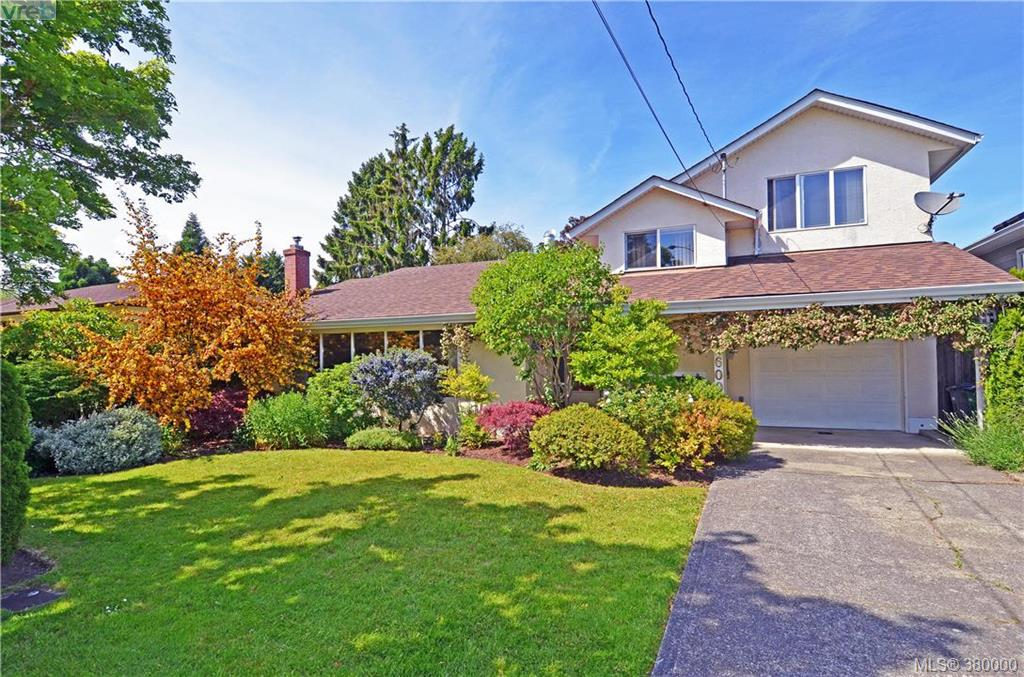 Main Photo: 1600 Mortimer Street in VICTORIA: SE Mt Tolmie Single Family Detached for sale (Saanich East)  : MLS(r) # 380000