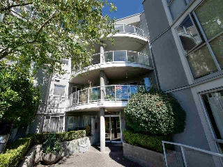 Main Photo: 303 8430 JELLICOE Street in Vancouver: Fraserview VE Condo for sale (Vancouver East)  : MLS® # R2198790