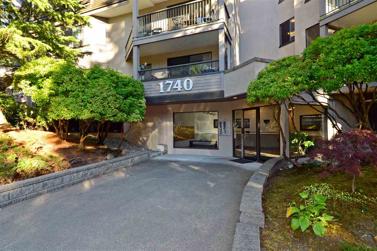 "Main Photo: 307 1740 SOUTHMERE Crescent in Surrey: Sunnyside Park Surrey Condo for sale in ""CAPSTAN WAY"" (South Surrey White Rock)  : MLS® # R2198722"