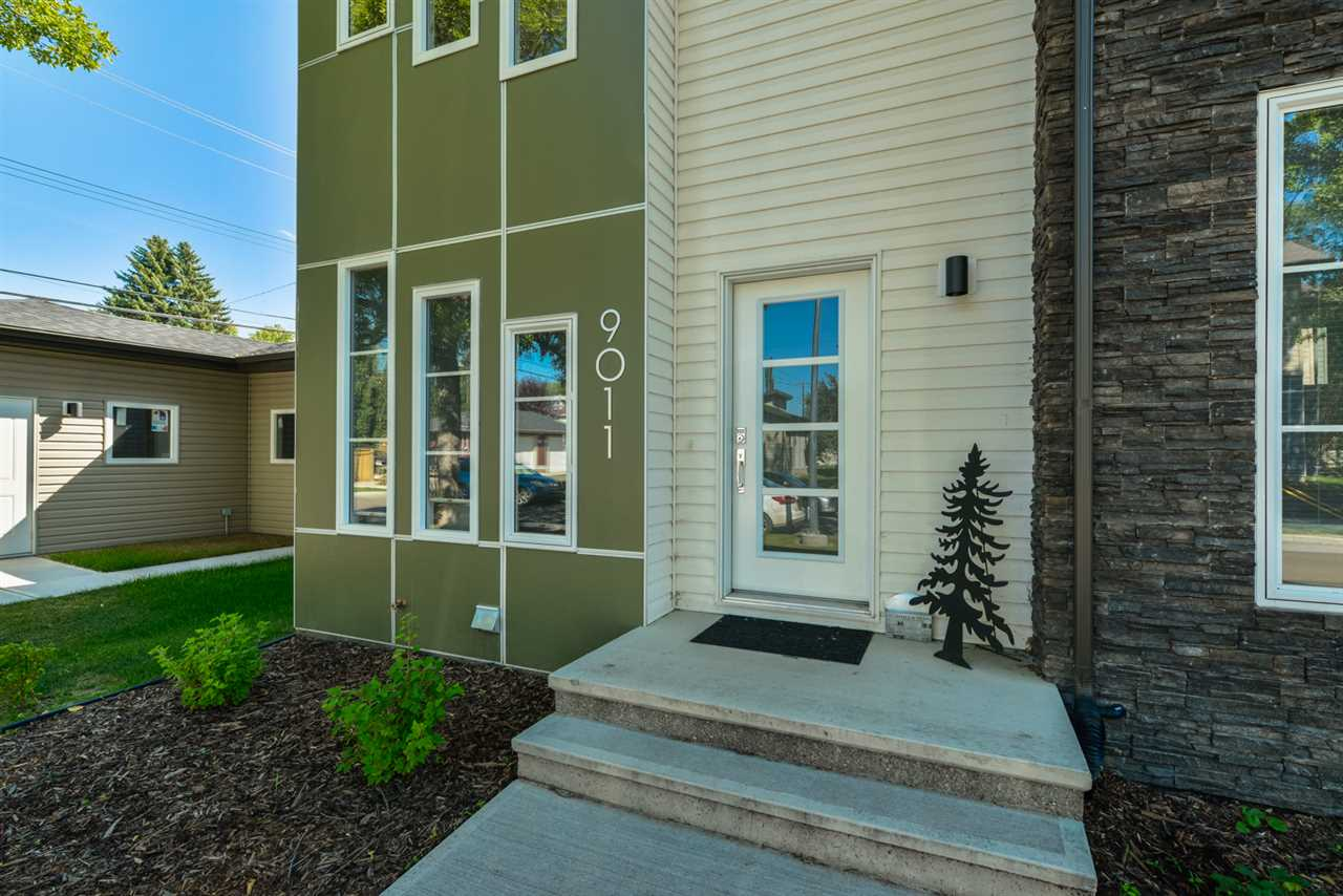 Main Photo: 9011 92 Avenue in Edmonton: Zone 18 House Triplex for sale : MLS® # E4079716