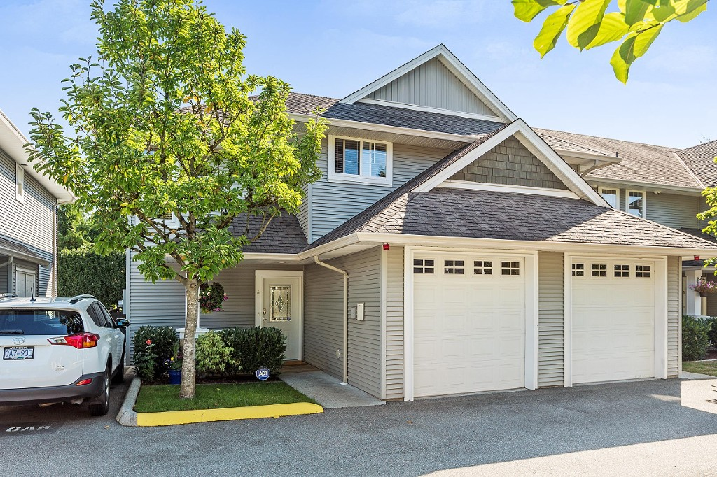 "Main Photo: 4 19148 124 Avenue in Pitt Meadows: Mid Meadows Townhouse for sale in ""COUNTRY CROSSING"" : MLS®# R2209695"