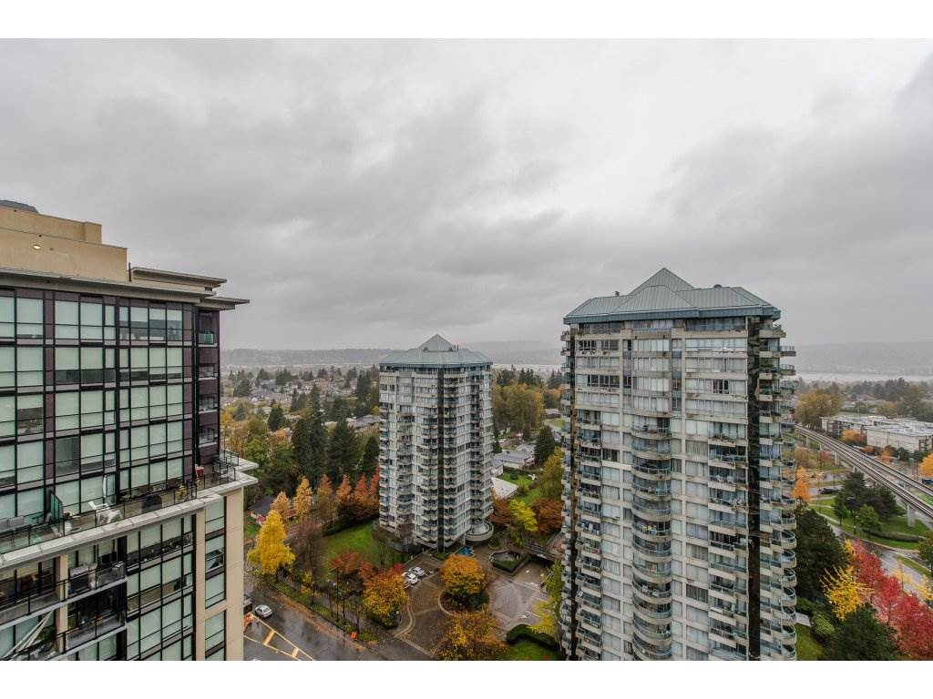"Photo 2: Photos: 1908 10777 UNIVERSITY Drive in Surrey: Whalley Condo for sale in ""City Point"" (North Surrey)  : MLS® # R2219176"