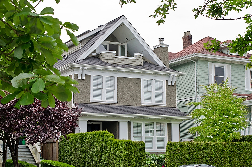2956 W 2ND AVE FRONT 1/2 DUPLEX