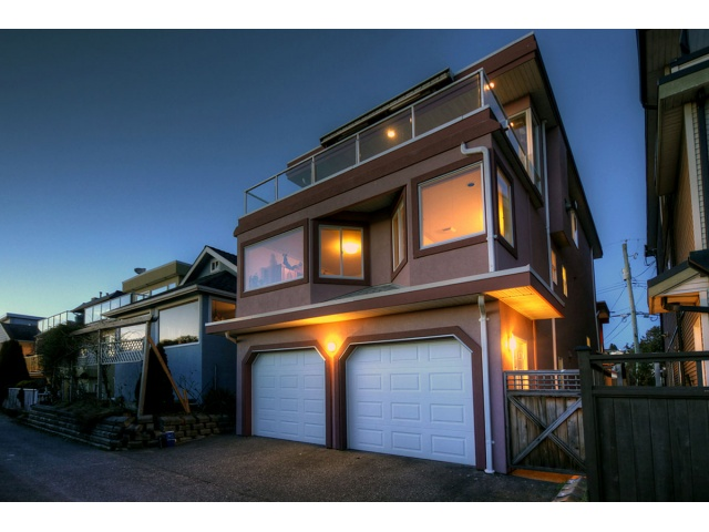 "Main Photo: 15574 VICTORIA Avenue: White Rock House for sale in ""WHITE ROCK"" (South Surrey White Rock)  : MLS® # F1407661"