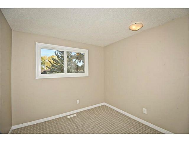 Photo 13: 231 WHITESIDE Crescent NE in Calgary: Whitehorn Residential Detached Single Family for sale : MLS® # C3637986
