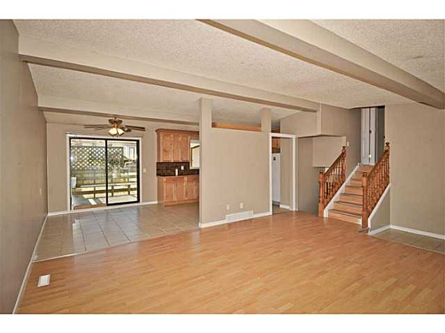 Photo 5: 231 WHITESIDE Crescent NE in Calgary: Whitehorn Residential Detached Single Family for sale : MLS® # C3637986