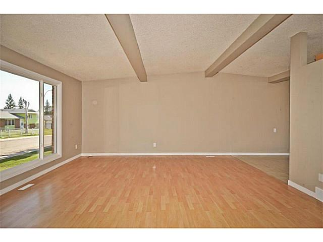 Photo 2: 231 WHITESIDE Crescent NE in Calgary: Whitehorn Residential Detached Single Family for sale : MLS® # C3637986