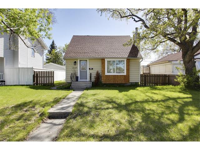 Main Photo: 1049 REGAL Crescent NE in Calgary: Renfrew_Regal Terrace House for sale : MLS® # C4013292