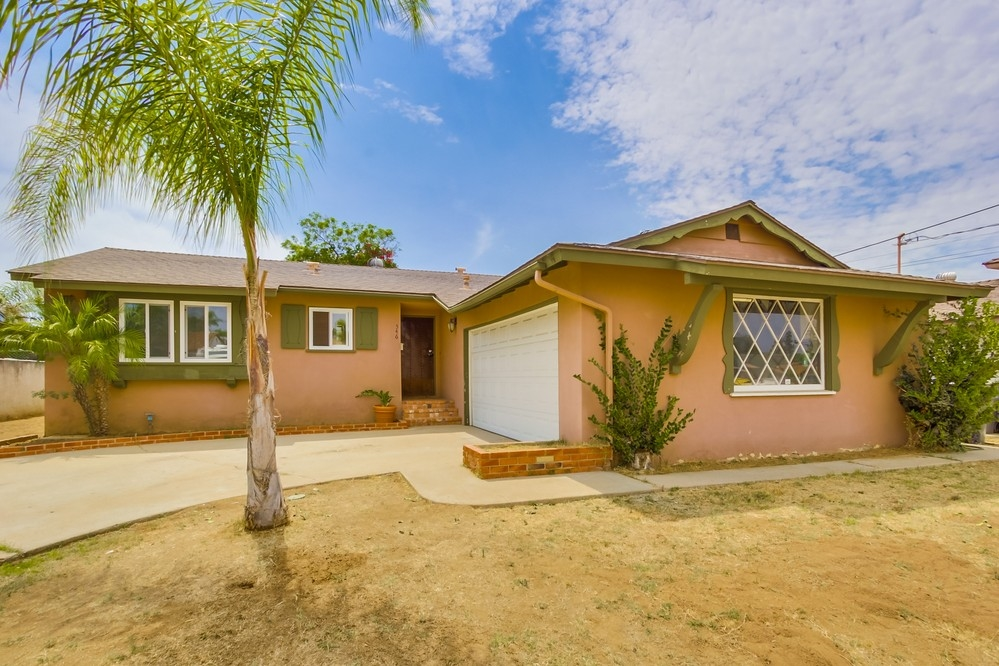 Main Photo: EL CAJON House for sale : 3 bedrooms : 546 Burnham St.