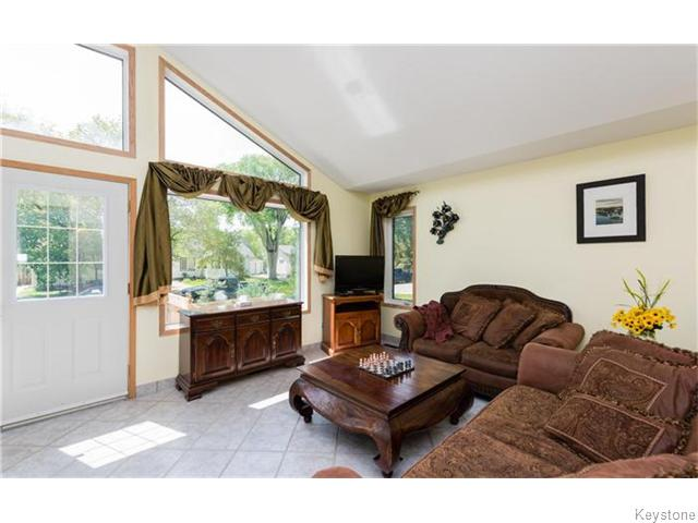 Photo 5: 33 St George Road in Winnipeg: St Vital Residential for sale (South East Winnipeg)  : MLS(r) # 1614307