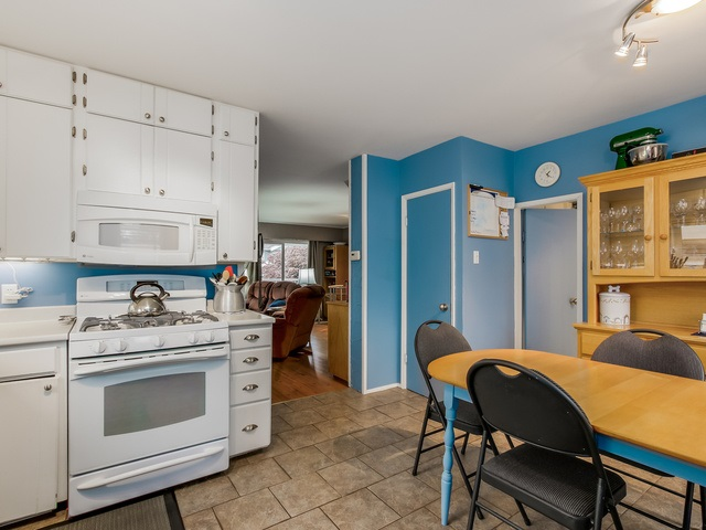 Photo 8: 4656 RAVINE Street in Vancouver: Collingwood VE House for sale (Vancouver East)  : MLS® # R2107811