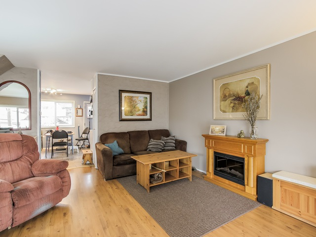 Photo 4: 4656 RAVINE Street in Vancouver: Collingwood VE House for sale (Vancouver East)  : MLS® # R2107811