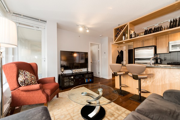 "Photo 3: 202 1001 RICHARDS Street in Vancouver: Downtown VW Condo for sale in ""Miro"" (Vancouver West)  : MLS(r) # R2130172"