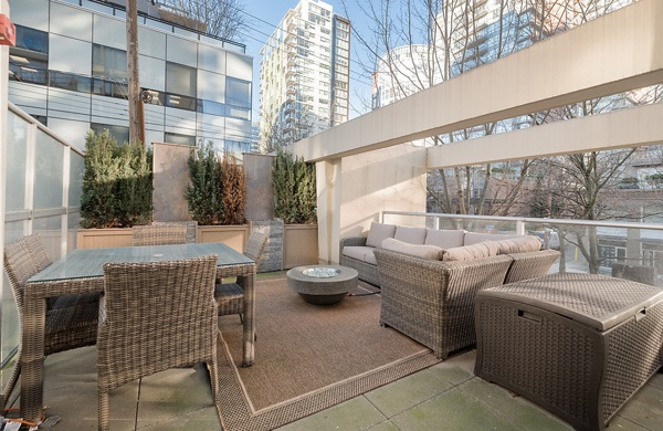 "Main Photo: 202 1001 RICHARDS Street in Vancouver: Downtown VW Condo for sale in ""Miro"" (Vancouver West)  : MLS(r) # R2130172"