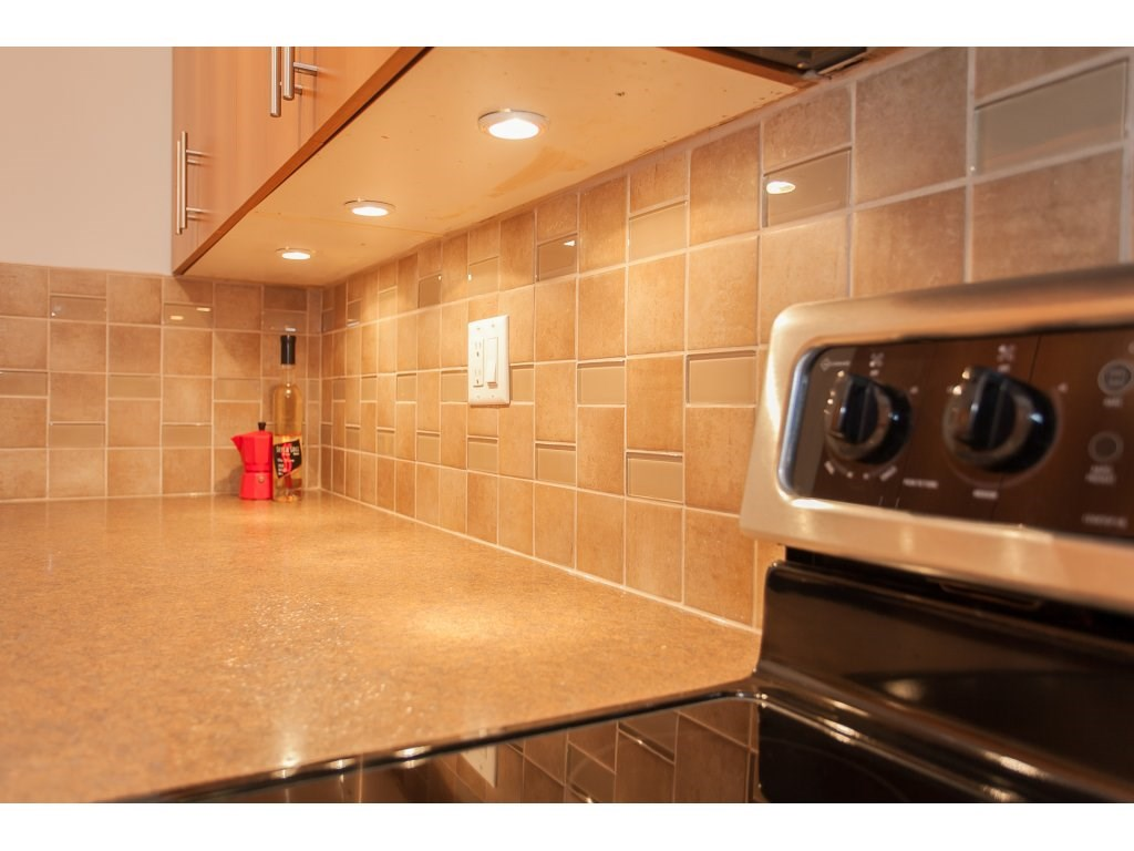 "Photo 5: 103 2055 SUFFOLK Avenue in Port Coquitlam: Glenwood PQ Condo for sale in ""Suffolk Manor"" : MLS(r) # R2142925"