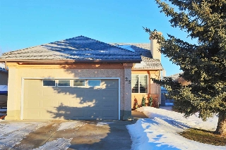 Main Photo: 23 EASTWOOD Place: St. Albert House for sale : MLS(r) # E4053459