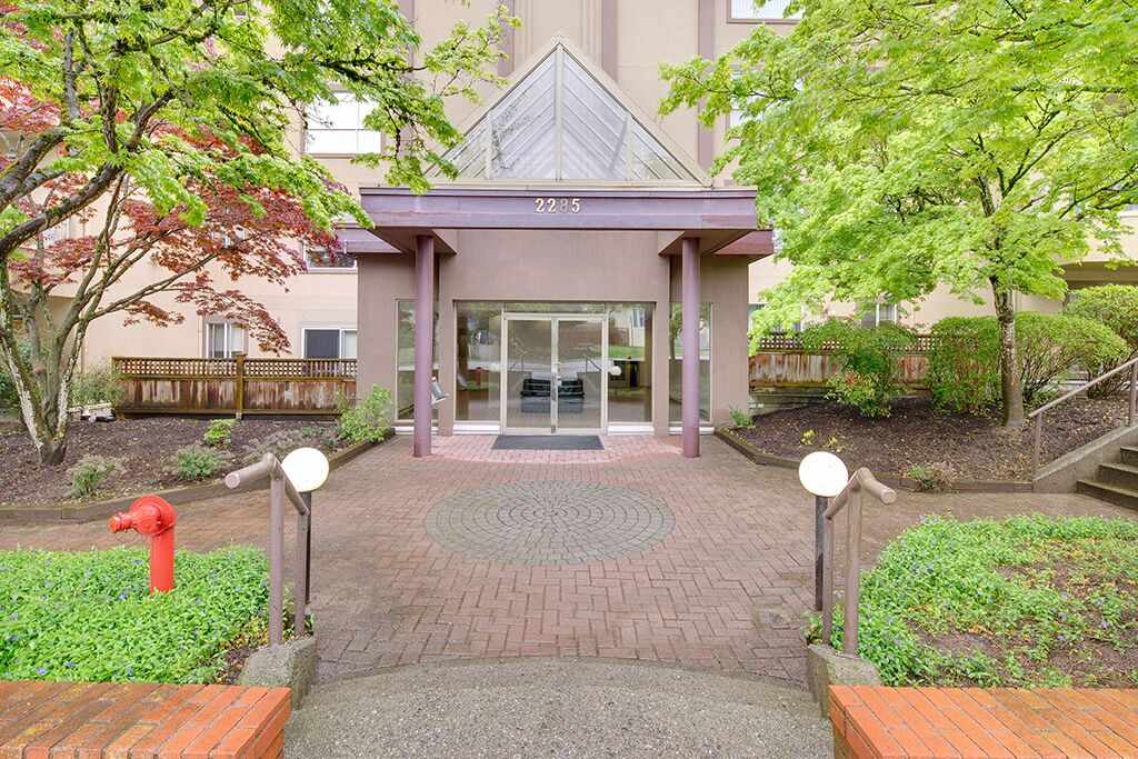 Main Photo: 209 2285 PITT RIVER ROAD in Port Coquitlam: Central Pt Coquitlam Condo for sale : MLS® # R2163770