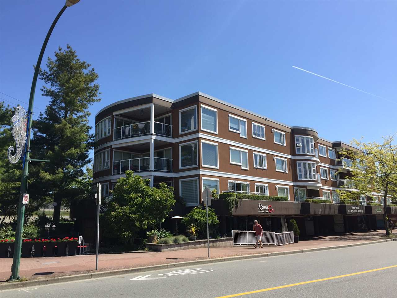"Main Photo: 303 15213 PACIFIC Avenue: White Rock Condo for sale in ""Pacific View"" (South Surrey White Rock)  : MLS(r) # R2170086"