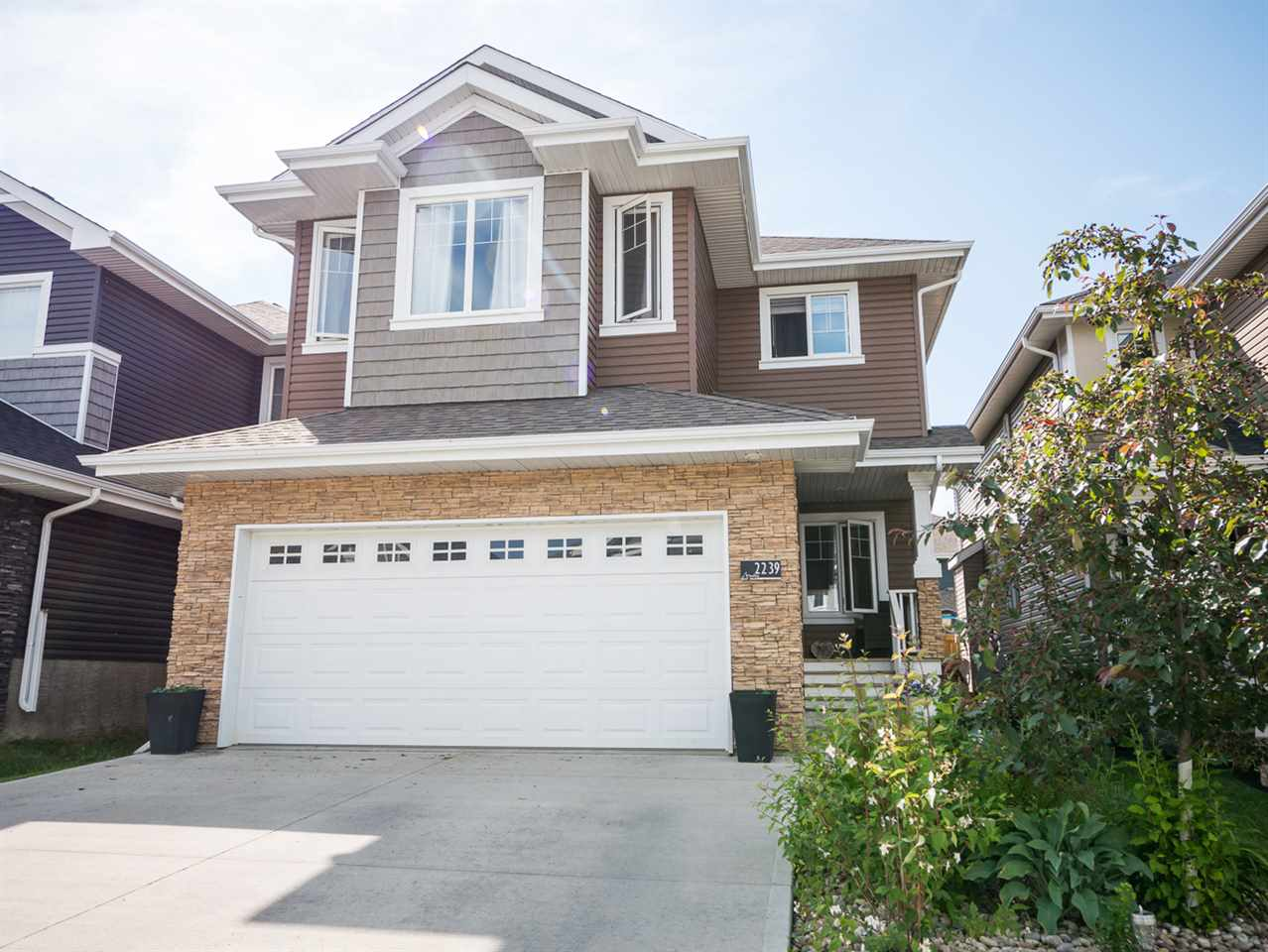 Main Photo: 2239 BLUE JAY Landing in Edmonton: Zone 59 House for sale : MLS(r) # E4071131