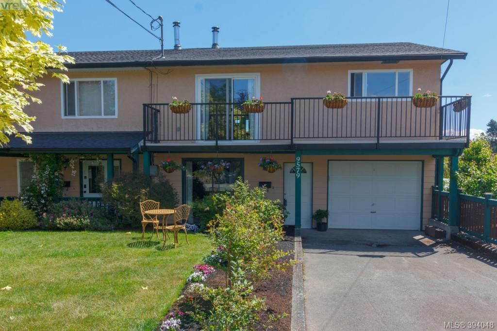 Main Photo: 9579 Epco Drive in SIDNEY: Si Sidney South-West Strata Duplex Unit for sale (Sidney)  : MLS®# 394048