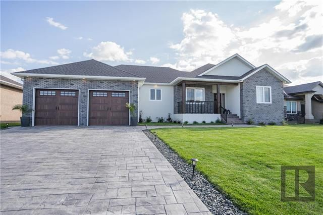 Main Photo: 405 St George Place in Niverville: The Highlands Residential for sale (R07)  : MLS®# 1820283