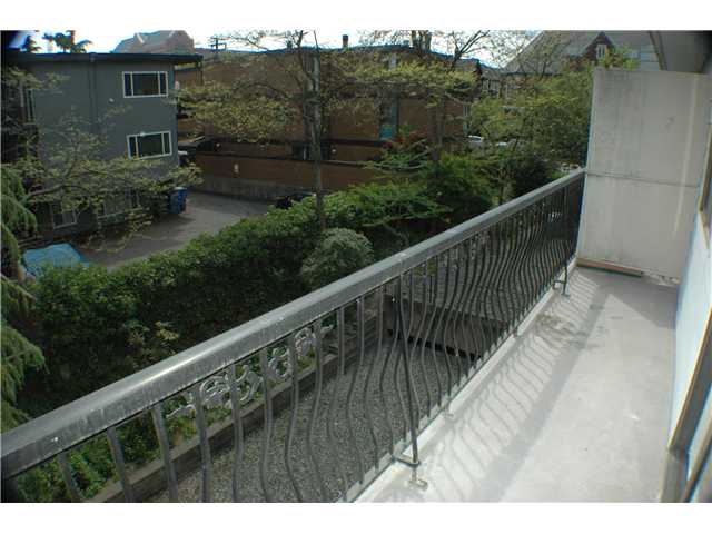 "Photo 9: 308 2330 MAPLE Street in Vancouver: Kitsilano Condo for sale in ""MAPLE GARDENS"" (Vancouver West)  : MLS(r) # V892245"
