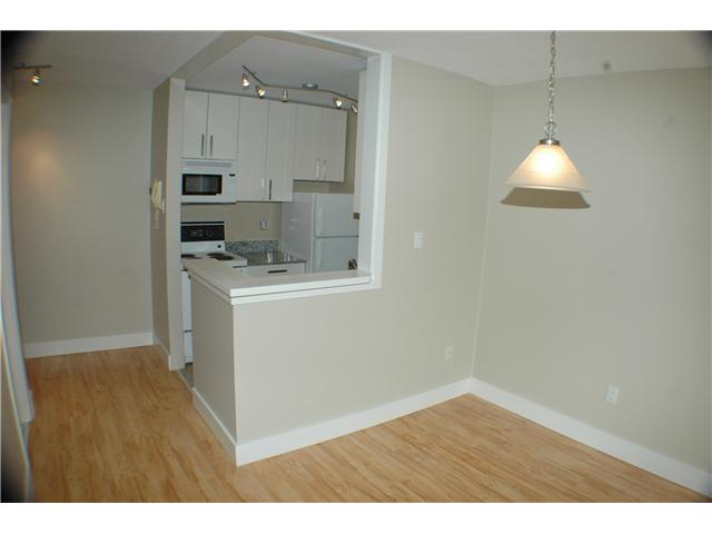 "Photo 4: 308 2330 MAPLE Street in Vancouver: Kitsilano Condo for sale in ""MAPLE GARDENS"" (Vancouver West)  : MLS® # V892245"