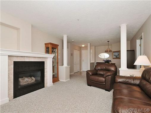 Photo 2: 307 2250 James White Boulevard in SAANICHTON: SI Sidney North-East Residential for sale (Sidney)  : MLS® # 323451
