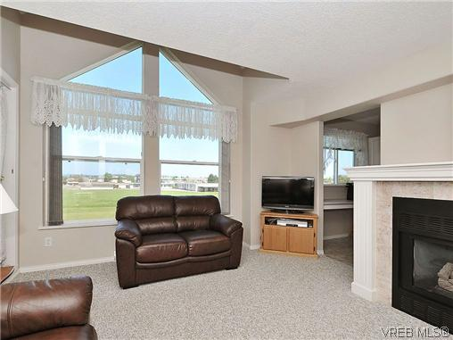 Photo 3: 307 2250 James White Boulevard in SAANICHTON: SI Sidney North-East Residential for sale (Sidney)  : MLS® # 323451