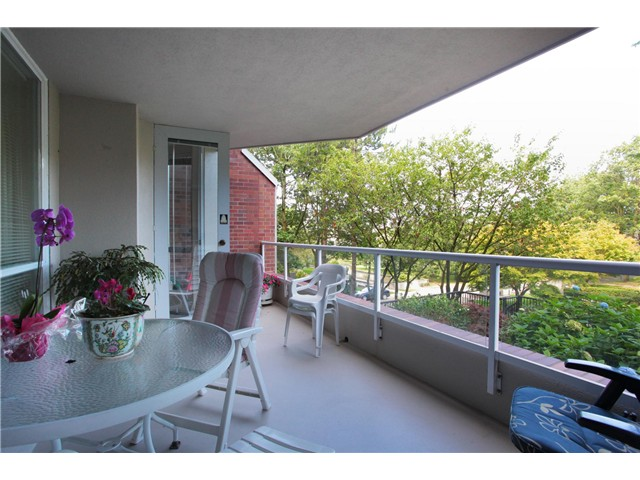 Photo 4: 308 518 Moberly Road in Vancouver: Condo for sale