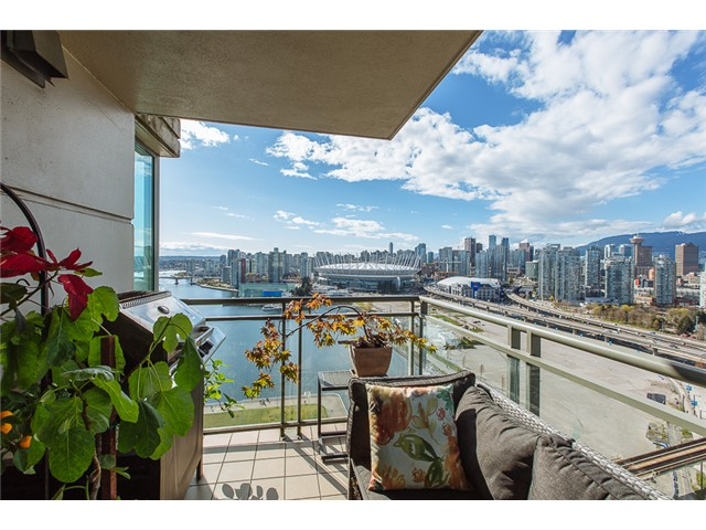 "Photo 15: 2405 1128 QUEBEC Street in Vancouver: Mount Pleasant VE Condo for sale in ""THE NATIONAL AT CITYGATE BY BOSA"" (Vancouver East)  : MLS(r) # V1058197"