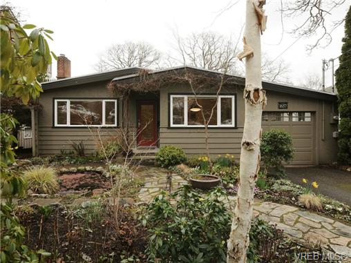 FEATURED LISTING: 1657 Yale St VICTORIA