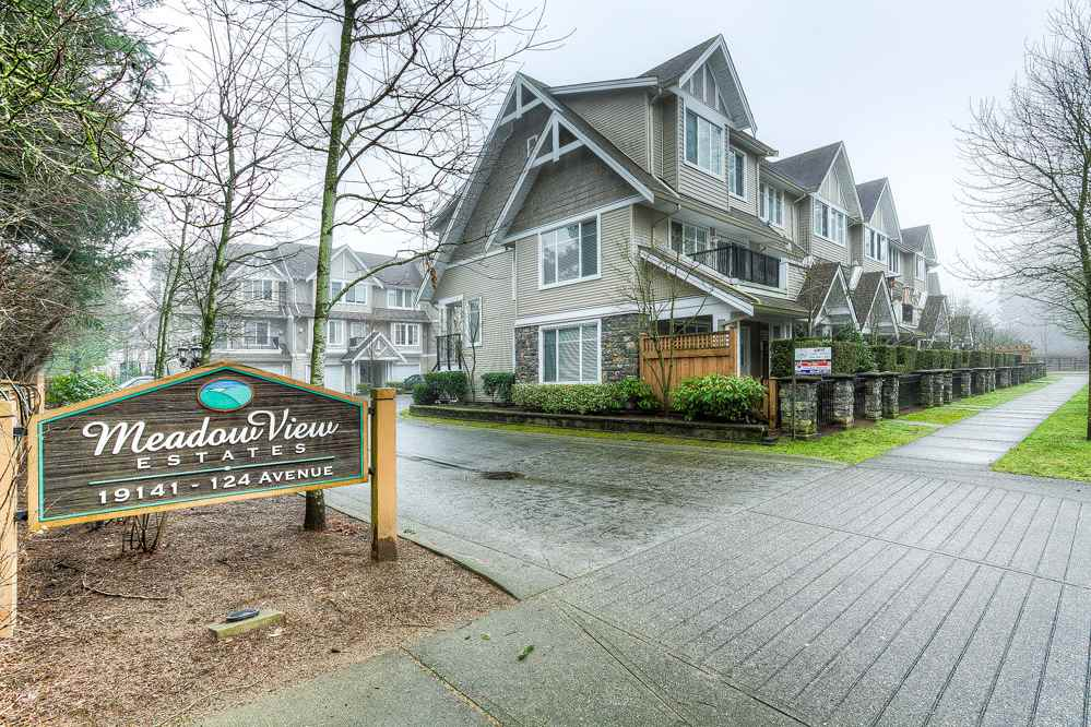 "Main Photo: 10 19141 124 Avenue in Pitt Meadows: Mid Meadows Townhouse for sale in ""MEADOWVIEW ESTATES"" : MLS(r) # R2023282"