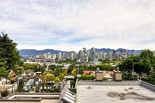 "Main Photo: B6 1070 W 7TH Avenue in Vancouver: Fairview VW Townhouse for sale in ""FALSE CREEK TERRACE"" (Vancouver West)  : MLS® # R2083146"