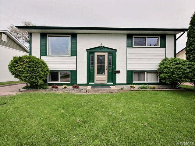 Main Photo: 22 Tranquility Cove in Winnipeg: North Kildonan Residential for sale (North East Winnipeg)  : MLS(r) # 1616554