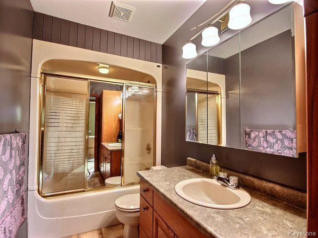 Photo 9: 22 Tranquility Cove in Winnipeg: North Kildonan Residential for sale (North East Winnipeg)  : MLS(r) # 1616554