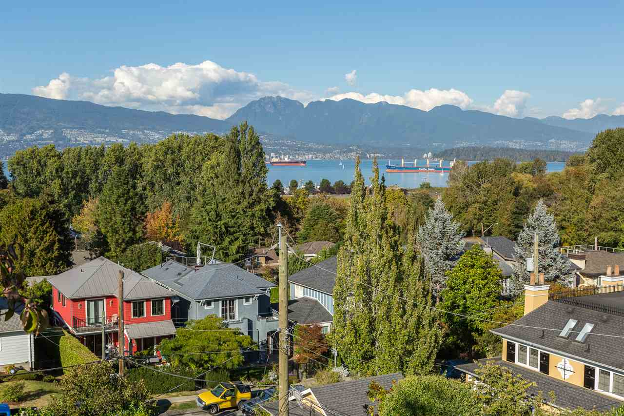 "Photo 3: 4385 LOCARNO Crescent in Vancouver: Point Grey House for sale in ""POINT GREY"" (Vancouver West)  : MLS® # R2104684"