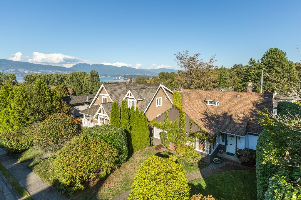 "Photo 5: 4385 LOCARNO Crescent in Vancouver: Point Grey House for sale in ""POINT GREY"" (Vancouver West)  : MLS® # R2104684"