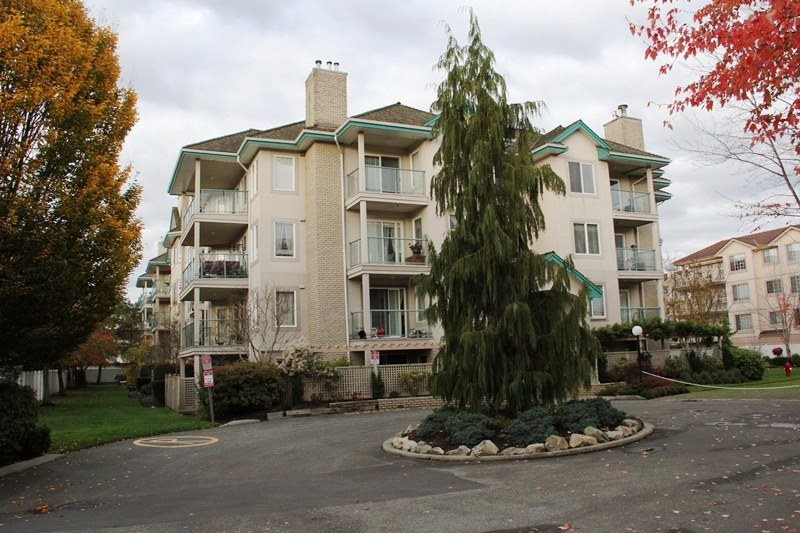 "Main Photo: 404 20453 53 Avenue in Langley: Langley City Condo for sale in ""Countryside Estates"" : MLS® # R2120225"